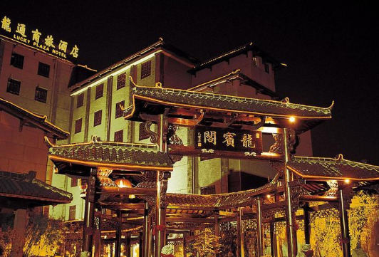 上海龙通花园酒店(虹桥机场航中路地铁站店)
